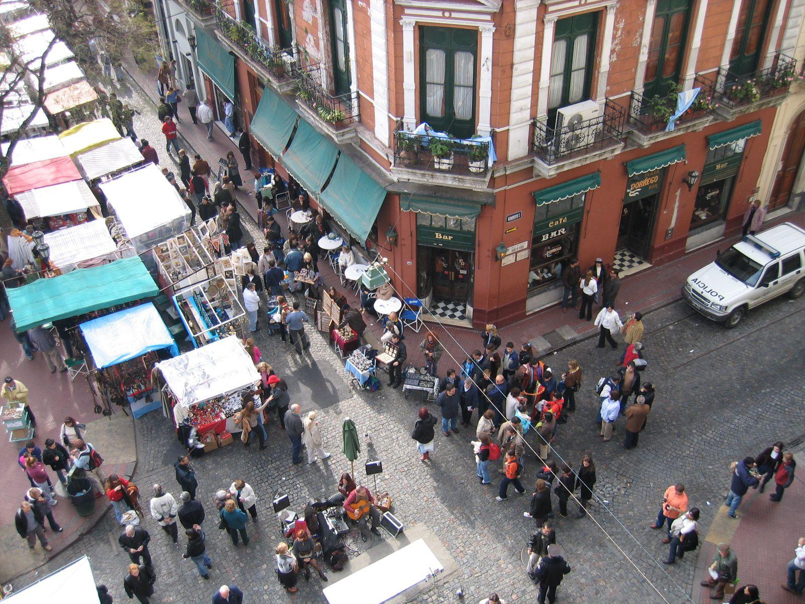 Feria de san telmo antig edades y artesan as for Casa de diseno san telmo