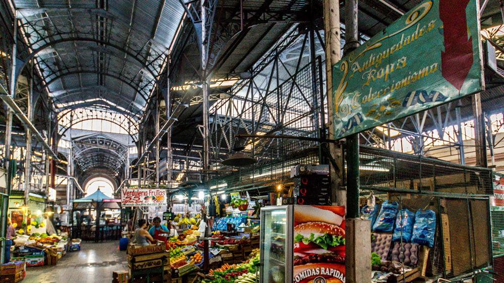 Mercado de san telmo entre productos frescos y antig edades - Mercado antiguedades barcelona ...