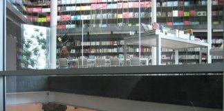 Librería y exposición en la fundación PROA