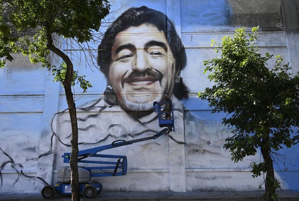 Mural diego maradona en la boca por alfredo Segatori artista callejero