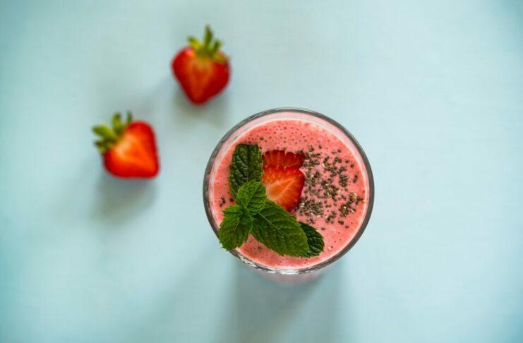 Bebida fría de frutilla